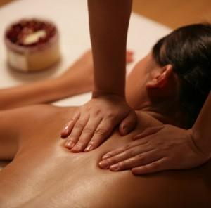massage californien bien être du corps aux huiles essentielles, détente, relaxation, apaisement, encouragent le lâcher-prise et abandon à domicile Yvelines